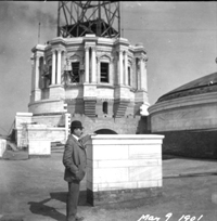 Cass Gilbert standing before the partially completed State Capitol dome on May 9, 1901.